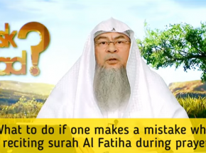 What to do if one makes a mistake while reciting Surah Fateha during prayer?