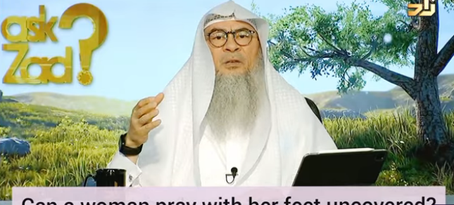 Can a woman pray with her feet uncovered?